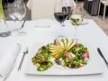 sałata, jagoda goji, gruszka, ser gorgonzola, orzech laskowy